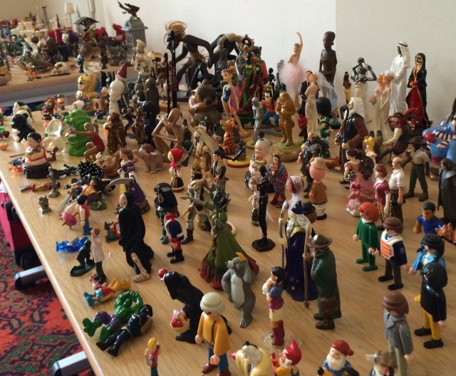 A figurine crowd scene