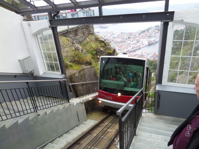 The tram pulling into station at the top, with Bergen stretching out below